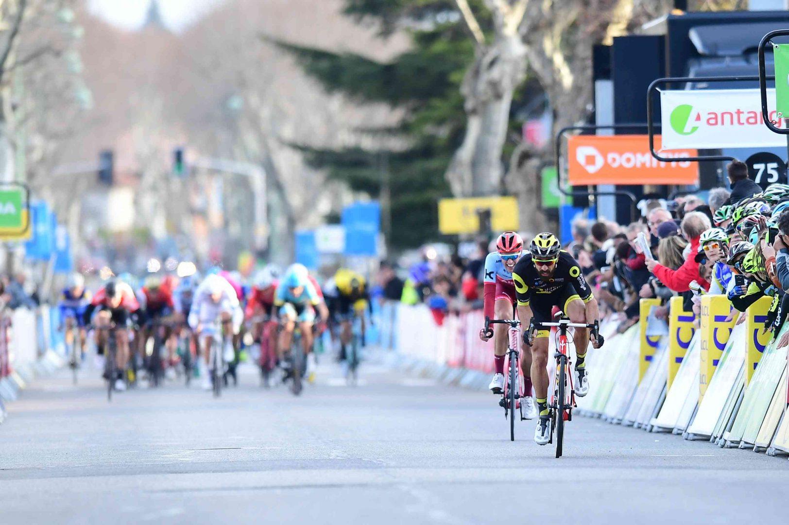 El francés Jerôme Cousin, de Direct Eneregie, se hizo con la quinta etapa del París Niza al imponer su velocidad en la recta final de Sisteron, en una prueba de 165 kilómetros donde Luis León Sánchez defendió el malliot amarillo. (Foto: Alex Broadway)