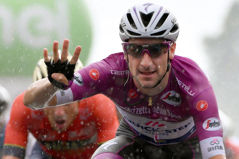 El corredor italiano Elia Viviani, del equipo Quick-Step Floors, durante la celebración de una victoria (Fuente: EFE).