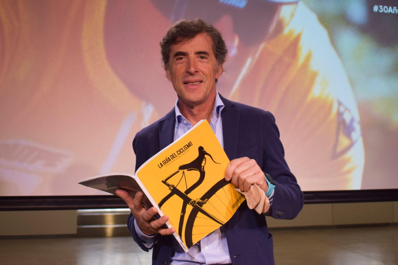Perico Delgado con La Guía del Ciclismo (Foto: La Guía del Ciclismo / Manuel González)