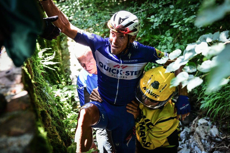 Philippe Gilbert ha salido del hospital tras someterse a un examen médico y estará de baja unas cuatro semanas después de abandonar el Tour.