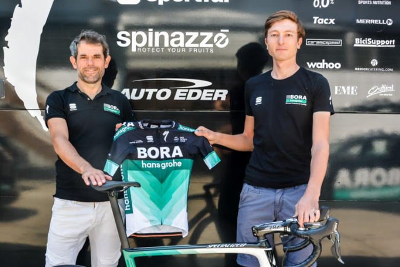 Ralph Denk y Johannes Schinnagel con el maillot de Bora (Foto: BORA).