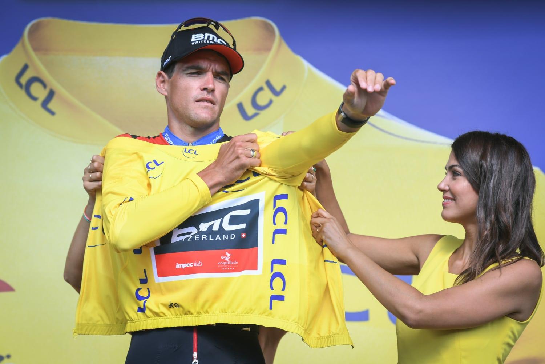 El belga Van Avermaet (BMC) vistiendo el maillot amarillo tras la CRE de la tercera etapa (Foto: LeTour).