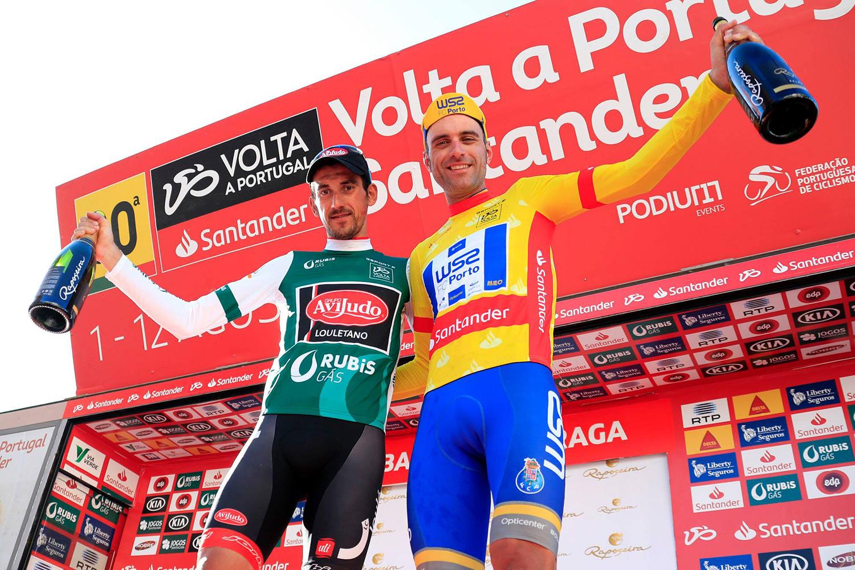 Raúl Alarcón (W52-FC Porto) y Vicente García de Mateos en la Vuelta a Portugal.