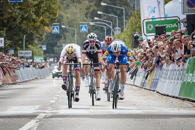 Maximilian Schachmann, gana a Mohoric y Dumoulin en la Vuelta a Alemania.