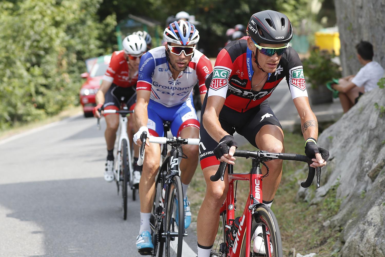 Thibaut Pinot junto a Alessandro DE Marchi en la Vuelta 2018.