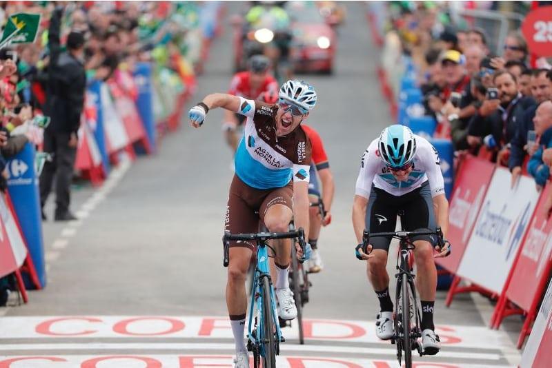 El francés Alexandre Geniez (AG2R) al cruzar la línea de meta en Mañón (Foto: Unipublic).