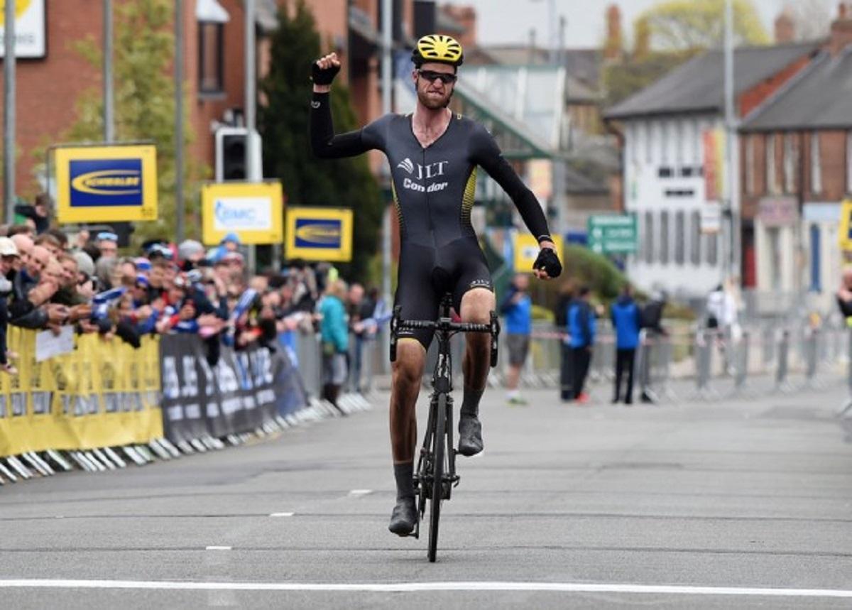 Dunne celebrando la victoria en la Cicle Classic (Foto: Andy jones).