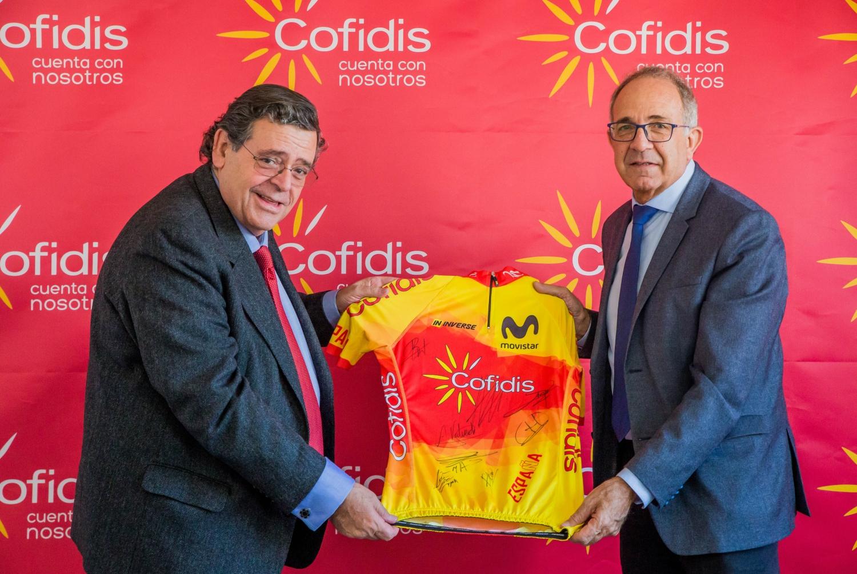 Joan Sitges, director general de Cofidis España, y José Luis López Cerrón, presidente de la Real Federación Española de Ciclismo.