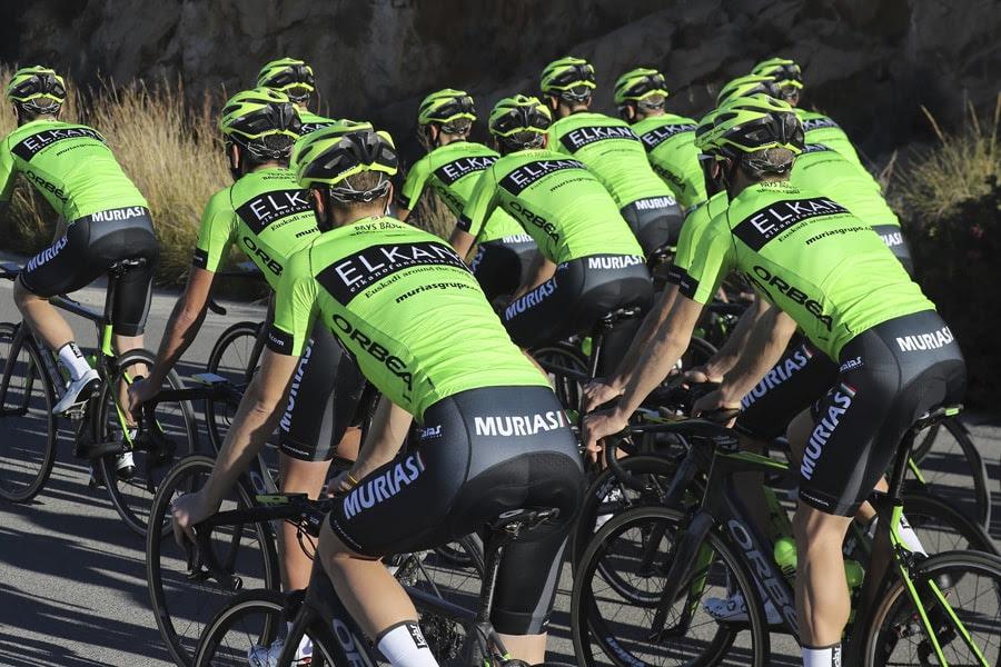 Euskadi Murias presenta su nuevo maillot con Elkano a la espalda