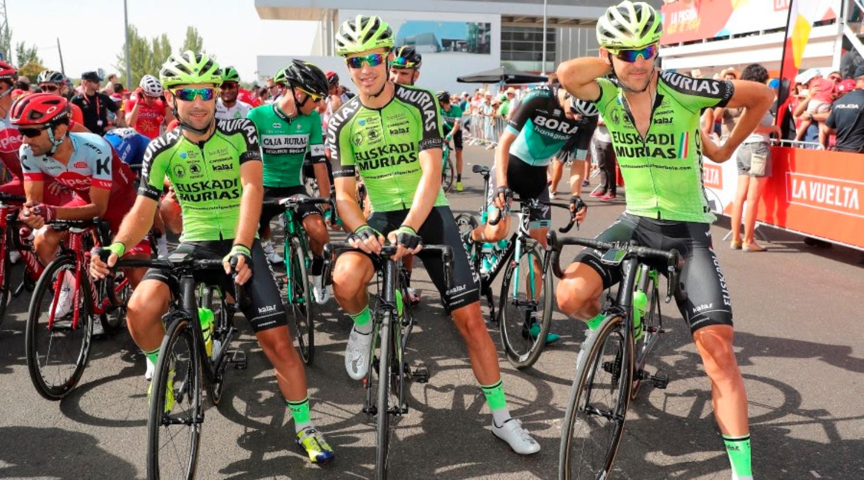 Ciclistas del Murias durante la Vuelta a España (Foto:  Photo Gomez Sport).