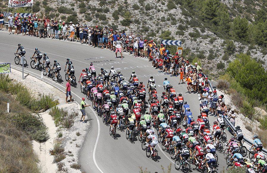 Imagen del pelotón de la Vuelta a España 2017 (Foto: Gómez Sport).