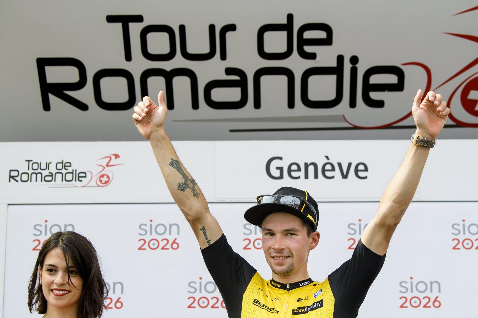 Primoz Roglic se proclamó este domingo vencedor final del Tour de Romandía con ocho segundos de ventaja sobre el colombiano Egan Bernal (Sky) al término de la quinta etapa. (Foto: EFE/EPA/JEAN-CHRISTOPHE BOTT)