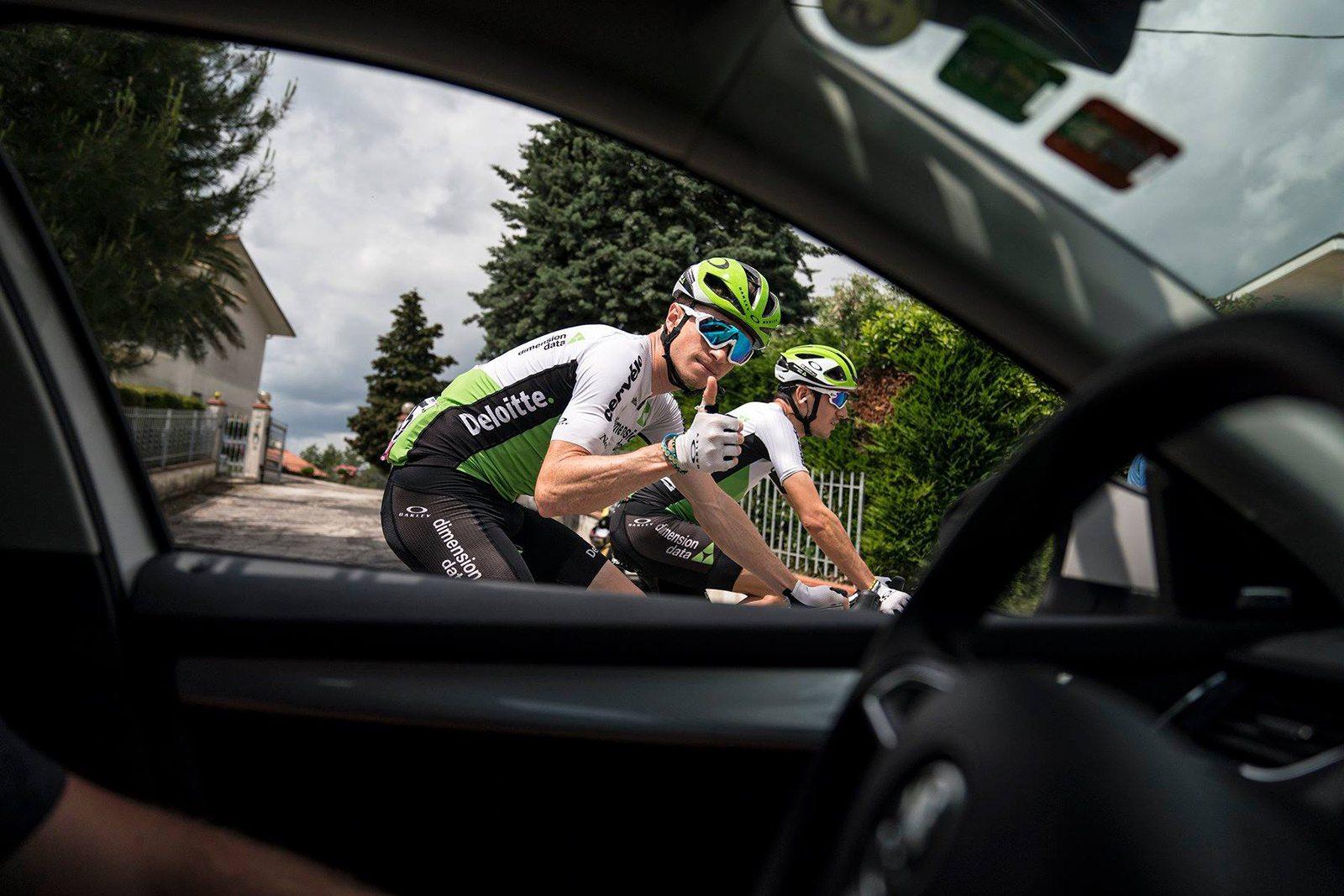 El ciclista español de Dimension Data, Igor Antón, se bajó de la bici en la 15ª etapa del Giro de Italia.