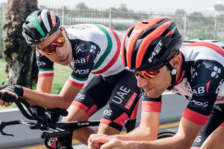 Fabio Aru, junto a otros cinco ciclistas han sido sancionados entre 20 segundos y dos minutos por aprovecharse de los coches en la contrarreloj. El UAE mostró un comportamiento vergonzoso. (Foto: EFE/DANIEL DAL ZENNARO).