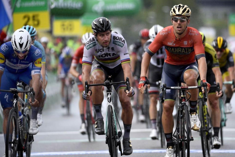 Colbrelli, Sagan y Gaviria al cruzar la meta. (Foto: Bettiniphoto).