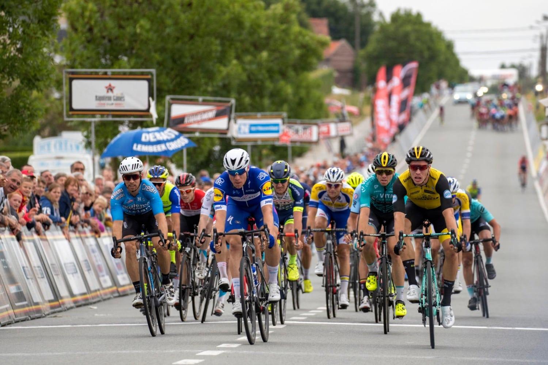 Van Poppel gana la Halle-Ingooigem en el esprint final