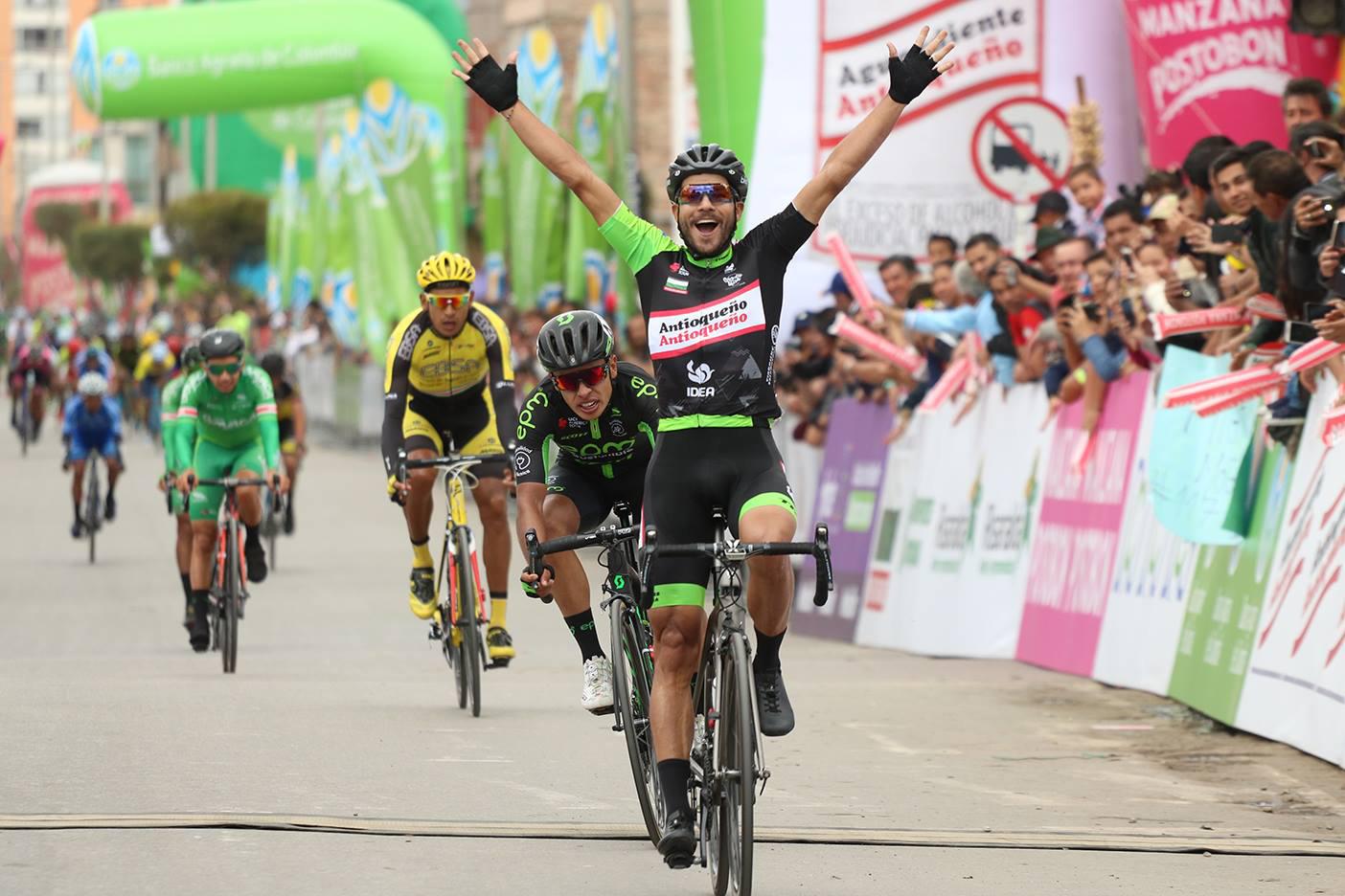 Carlos Julián Quintero (Aguardiente Antioqueño) logra la victoria en la sexta etapa de la Vuelta a Colombia.