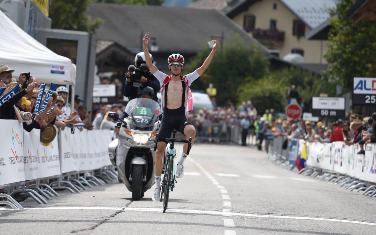 Gino Mader, ciclista de la selección suiza, se impuso en la octava etapa del Tour del Porvenir.