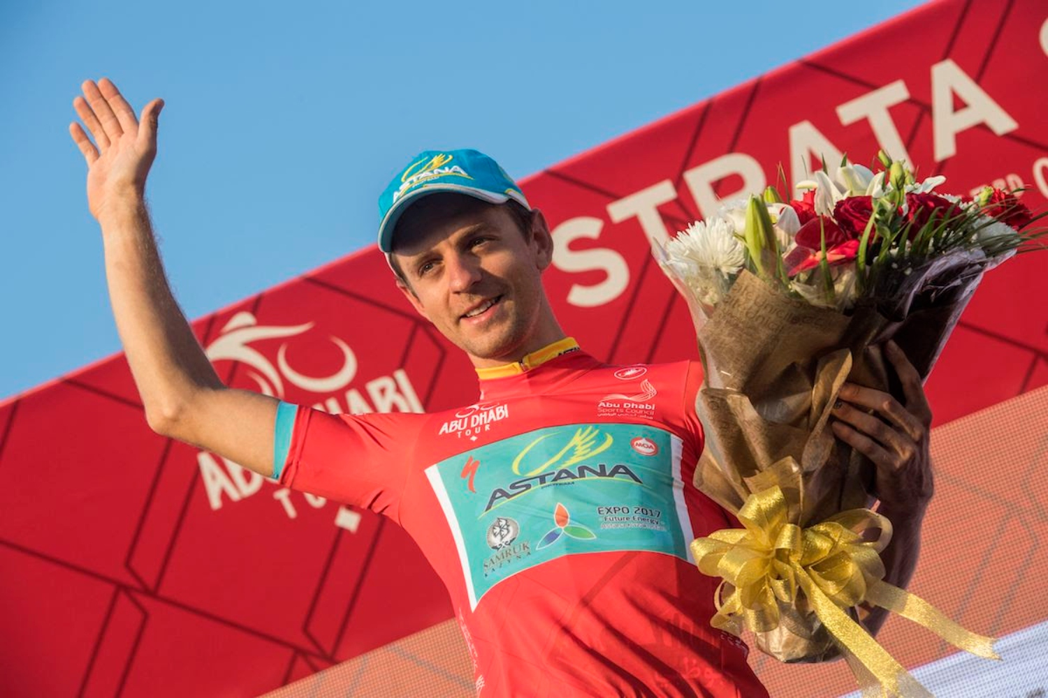 Tanel Kangert firma con el EF Education First