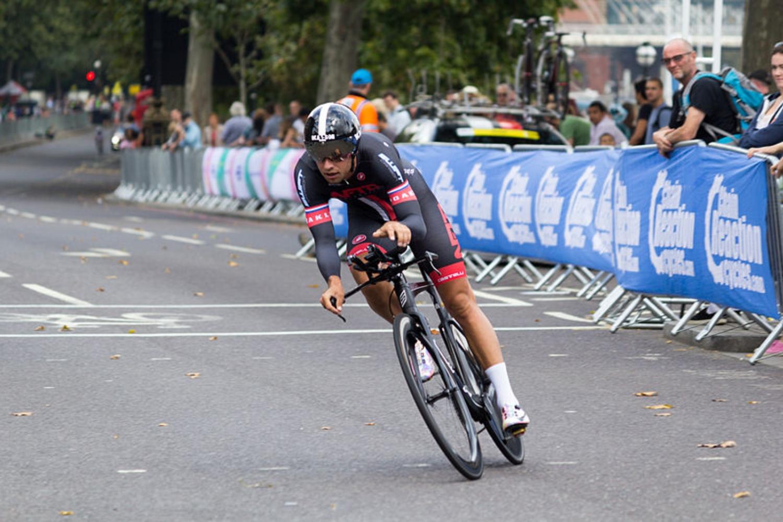 El británico vuelve a la máxima categoría del ciclismo.