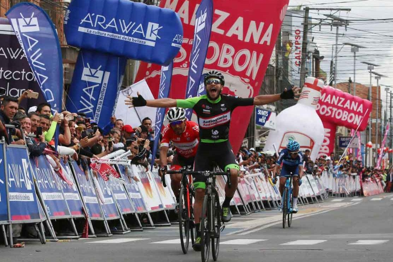 El colombiano se impuso en el sprint (Foto: Diego Sinisterra).