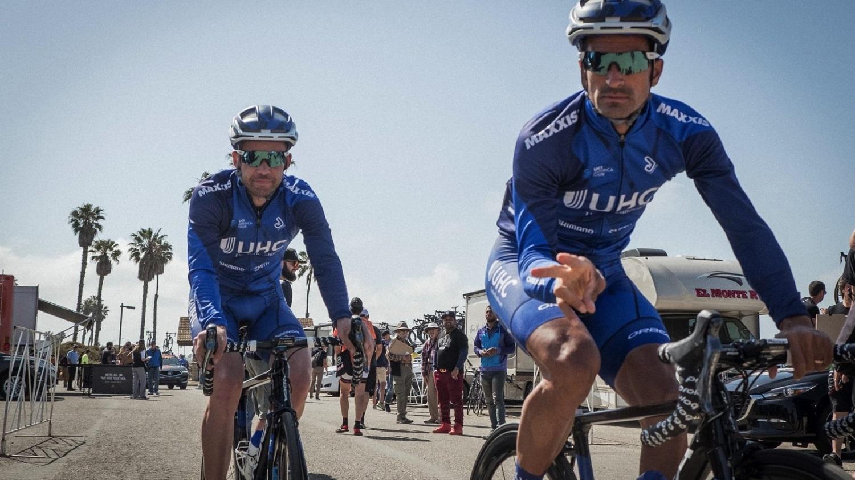 Dos ciclistas del UnitedHealthcare durante el Tour del Lago Taihu.