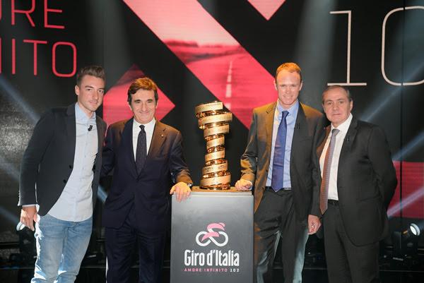 Elia Viviani. Mauro Vegni y Chris Froome estuvieron en el acto de presentación del Giro de Italia 2019. (Foto: RCS)