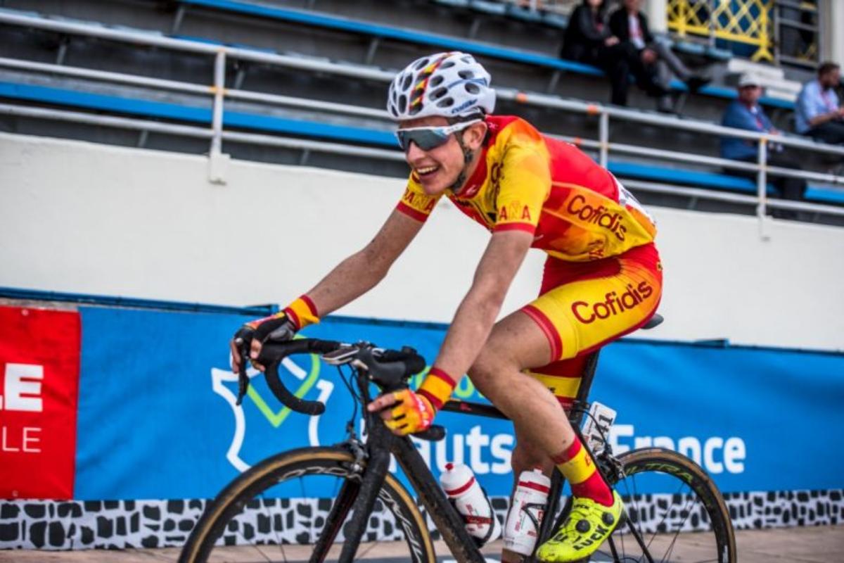 Pau Miquel en la París Roubaix de categoría Junior.