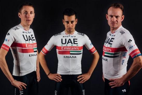 Dan Martin, Fabio Aru y Alexander Kristoff con el maillot del UAE Team Emirates 2019 (Foto: UAE).