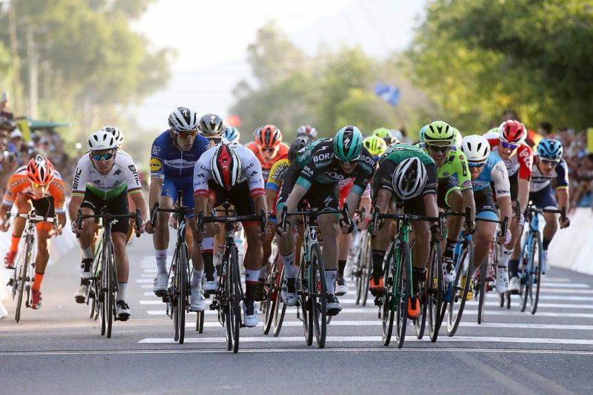 Fernando Gaviria (UAE) consiguió la victoria en la primera etapa de la Vuelta a San Juan 2019 (Fuente: Twitter).