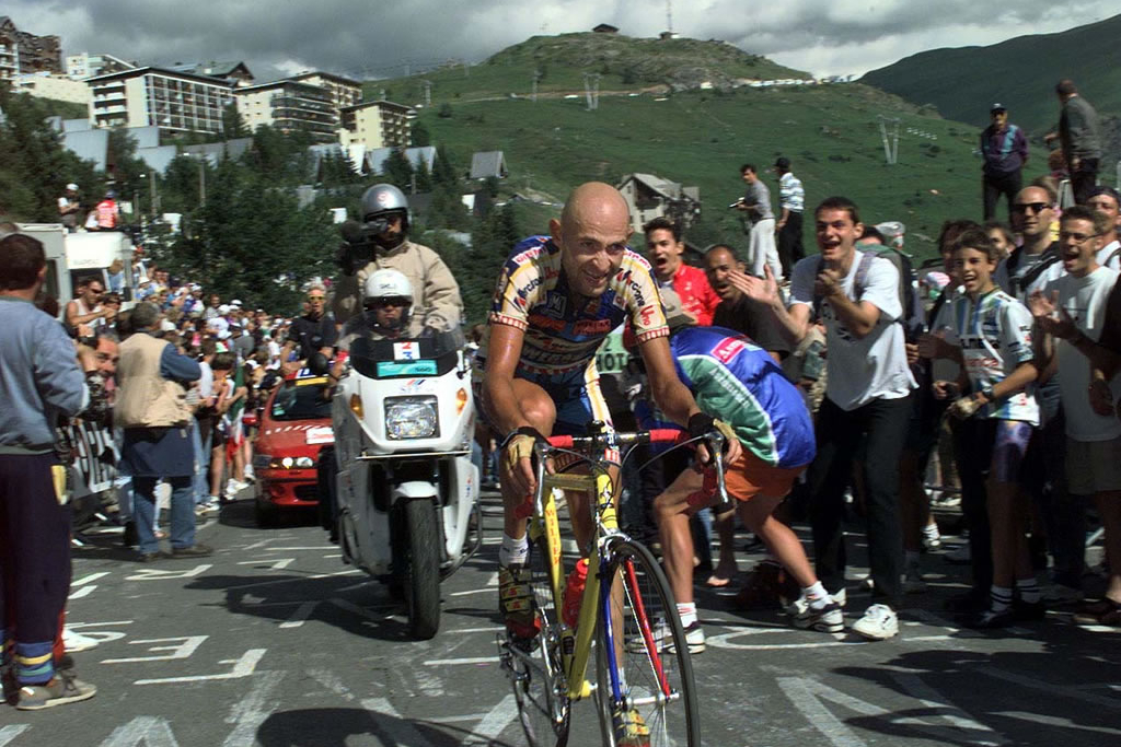 El corredor italiano Marco Pantani falleció el 14 de febrero de 2004.
