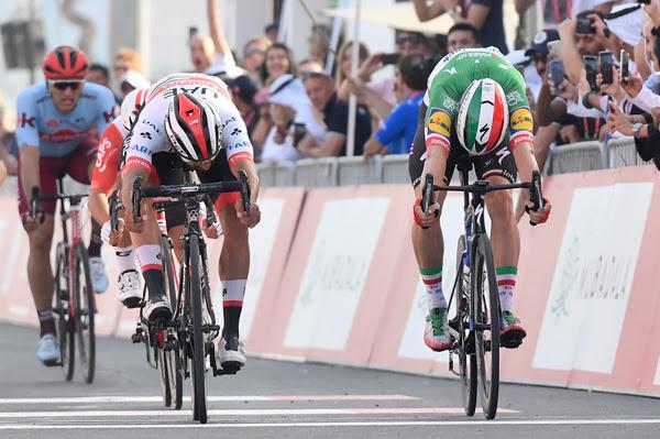 Fernando Gaviria batió a Elia Viviani en la segunda etapa del UAE Tour 2019 (Foto: UAE Tour)