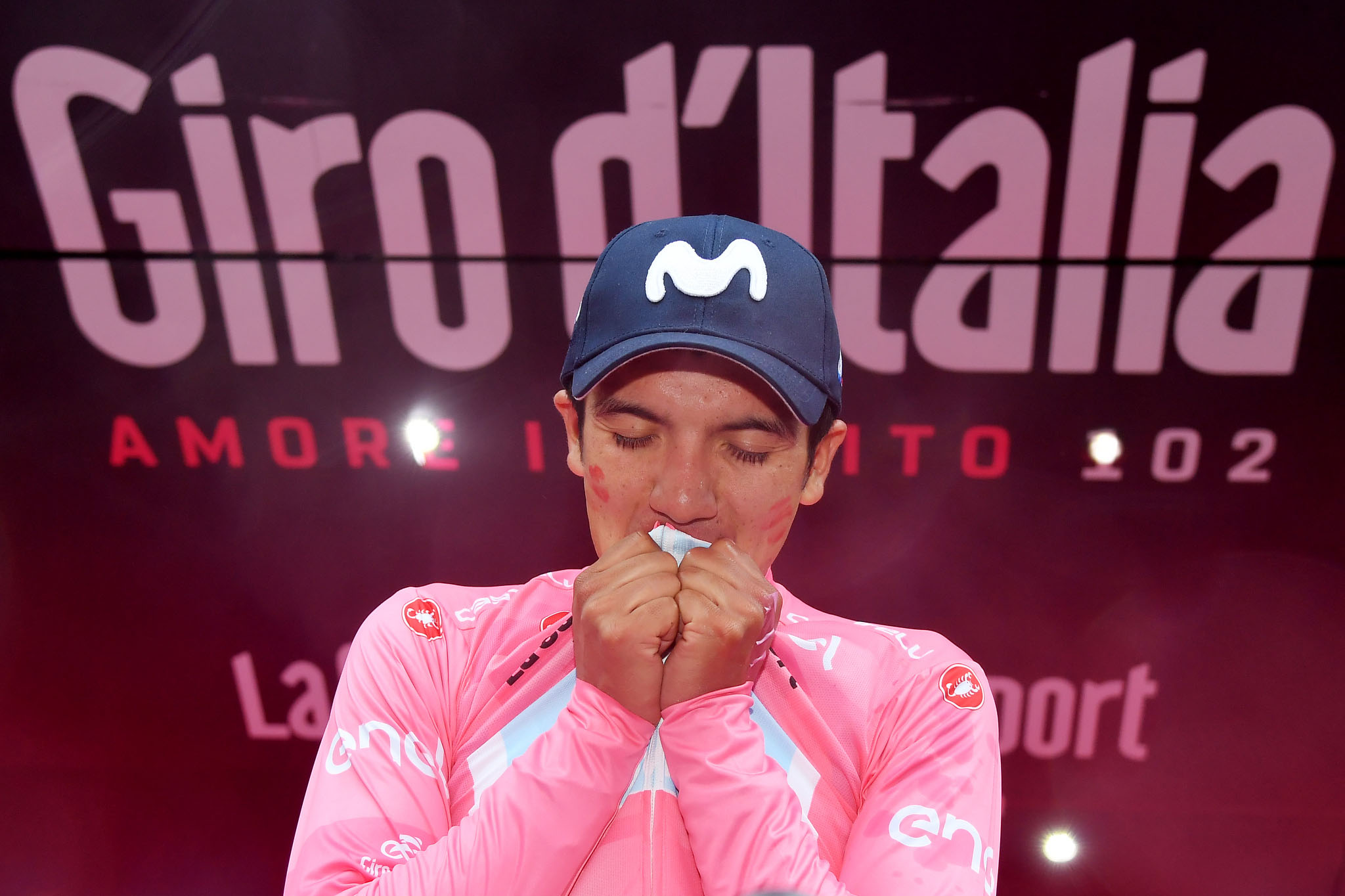 Foto Gian Mattia D'Alberto - LaPresse 25-05-2019 COURMAYEUR (Italia) Sport Ciclismo Giro d'Italia 2019 - edizione 102-  tappa 14 SAINT-VINCENT COURMAYEUR (SKYWAY MONTE BIANCO) km 131 Nella foto: Richard Carapaz (Movistar Team), vincitore di tappa e maglia rosaPhoto Gian Mattia D'Alberto - LaPresse 2019-05-25  COURMAYEUR (Italy) Sport Cycling Giro d'Italia 2019 - 102th edition -  stage 14 SAINT-VINCENT COURMAYEUR (SKYWAY MONTE BIANCO) km 131 In the pic: Richard Carapaz (Movistar Team), winner of the stage and pink jersey