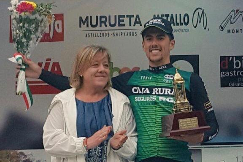 Carmelo Urbano vuelve a triunfar en Berango en una nueva victoria del Caja Rural