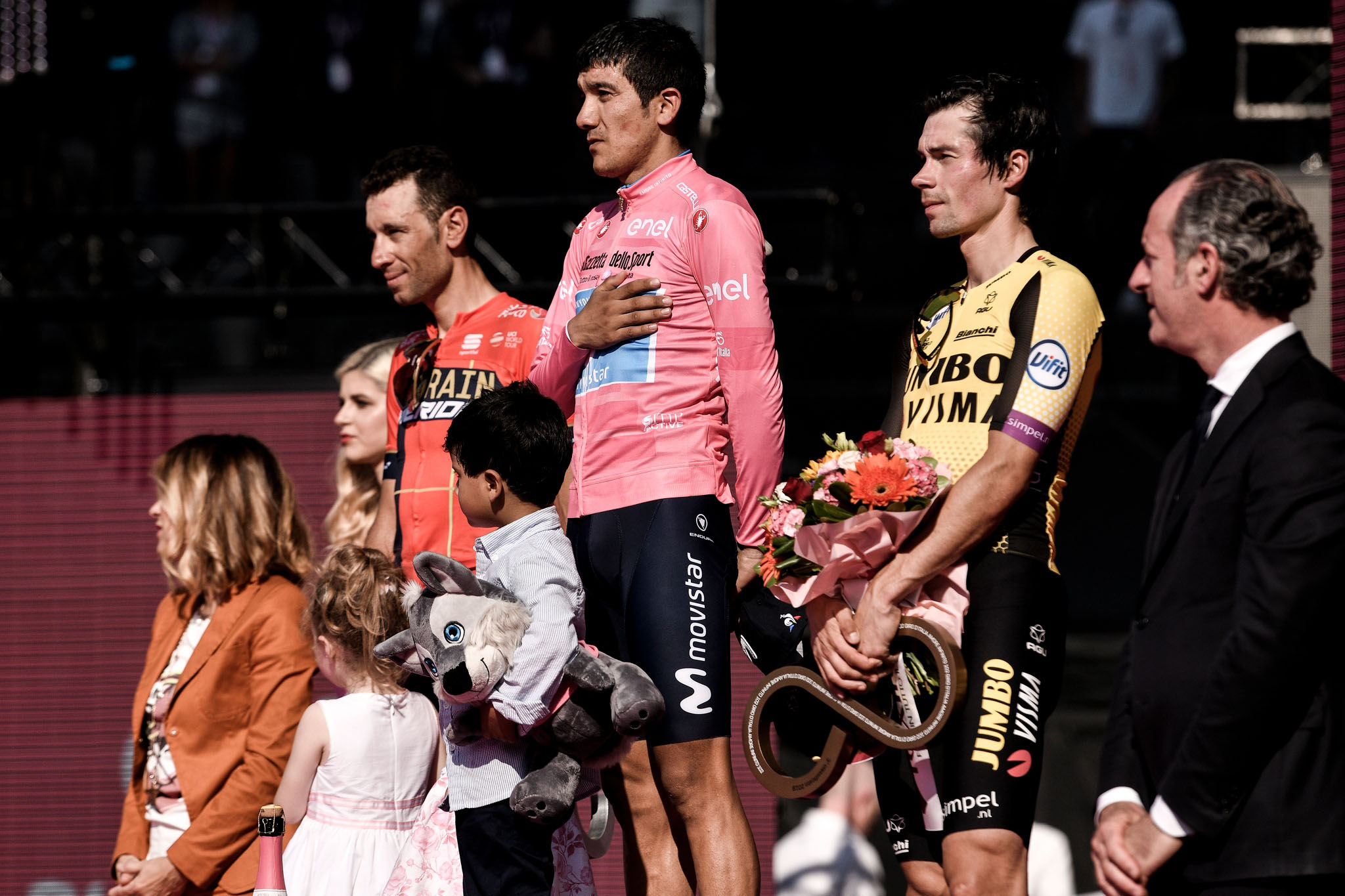 Foto Marco Alpozzi / LaPresse 02 Giugno 2019 Verona (Italia) Sport Ciclismo Giro d'Italia 2019 - edizione 102-  tappa 21 da Verona a Verona - Gara cronometro individuale -  km 17,0 Nella foto: NIBALI Vincenzo(ITA)(BAHRAIN – MERIDA)CARAPAZ Richard (ECU)(MOVISTAR TEAM)ROGLIC Primoz(SLO)(TEAM JUMBO – VISMA)Photo Marco Alpozzi/ LaPresse June 02, 2019  Verona (Italy) Sport Cycling Giro d'Italia 2019 - 102th edition -  stage 21 from Verona to Verona to Individual Time Trial In the pic: NIBALI Vincenzo(ITA)(BAHRAIN – MERIDA)CARAPAZ Richard (ECU)(MOVISTAR TEAM)ROGLIC Primoz(SLO)(TEAM JUMBO – VISMA)