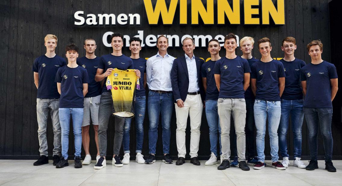 El Jumbo -Visma moldeará a 13 jóvenes ciclistas.
