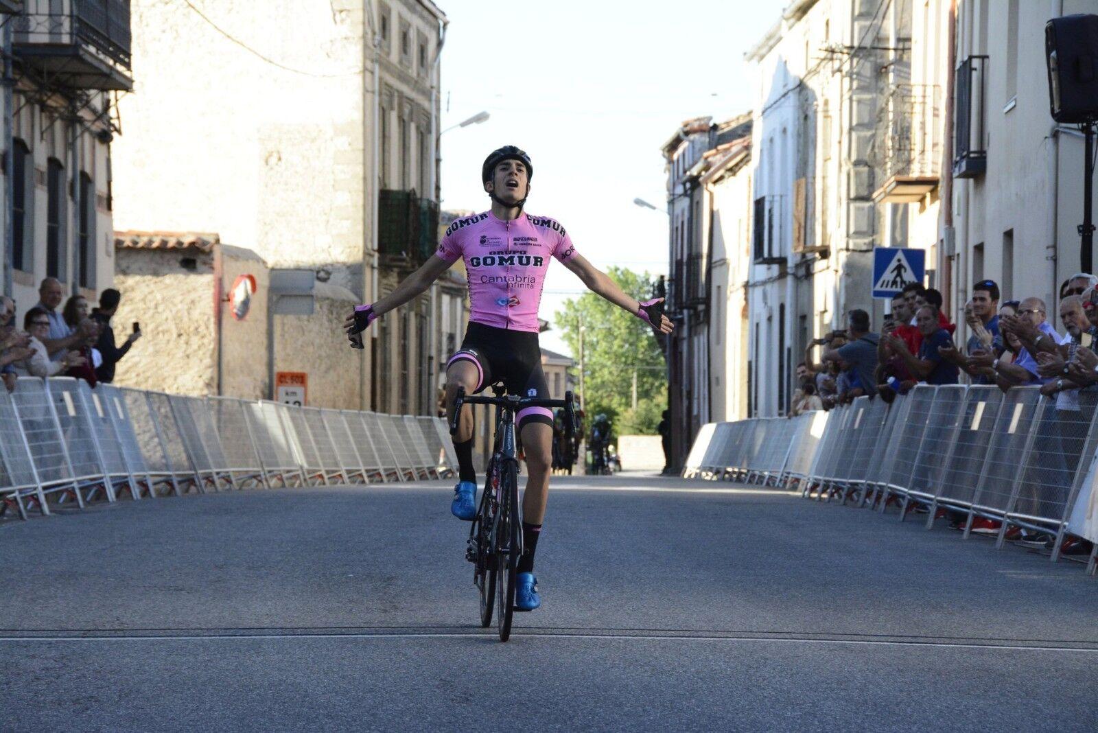 Iván Cobo se impuso en una etapa de la Vuelta a Segovia.