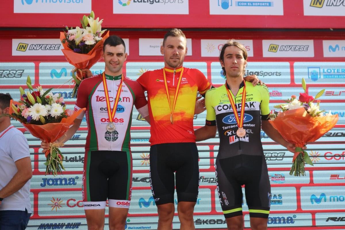 Eloy Teruel, en lo más alto del podio después de proclamarse campeón de España élite CRI.