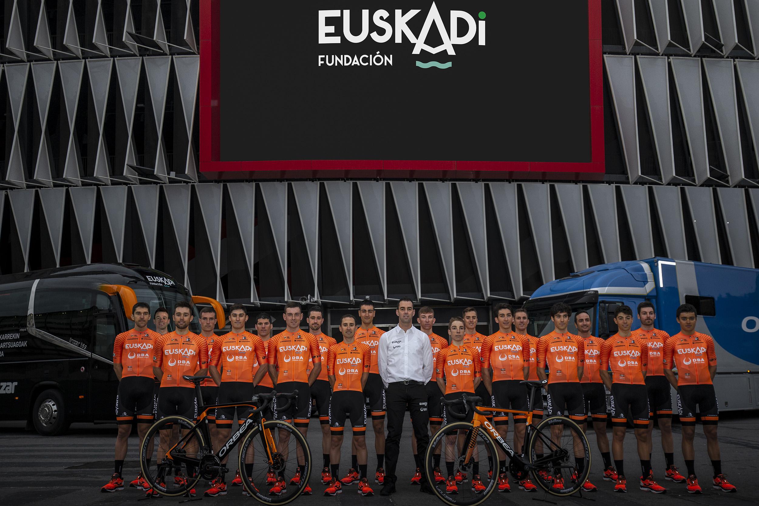 laguiadelciclismo.com/wp-content/uploads/2019/11/Fundaci%C3%B3n_Euskadi_2020_Plantilla.jpg