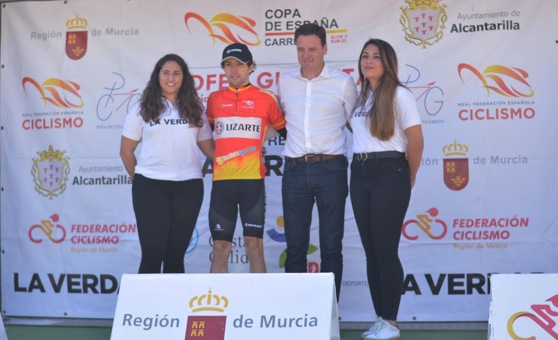 Jordi López (Lizarte) con el maillot de líder de la Copa de España Élite sub23