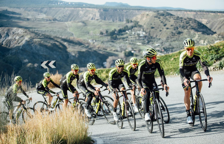 El Mitchelton Scott revela las preselecciones de Tour y Giro.