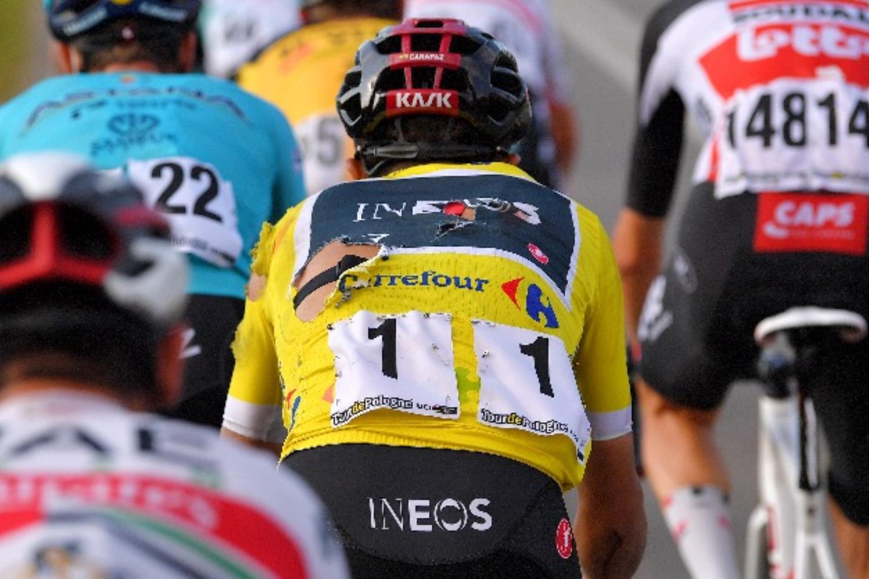 Richard Carapaz sufre una caída en el Tour de Polonia