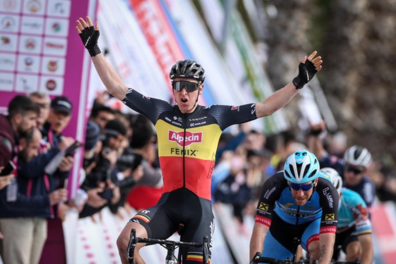 Tim Merlier se impone al sprint en la Clásica de Bruselas