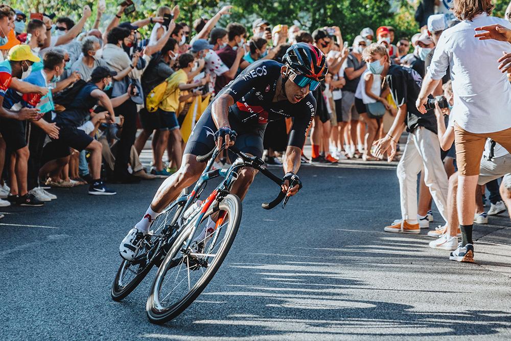 Egan Bernal se retira del Tour de Francia