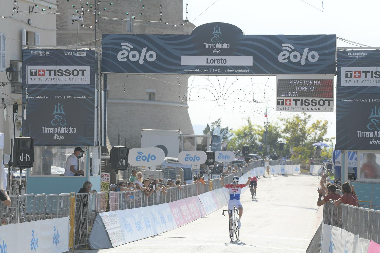 Van Der Poel gana la 6 etapa de la Tirreno Adriático