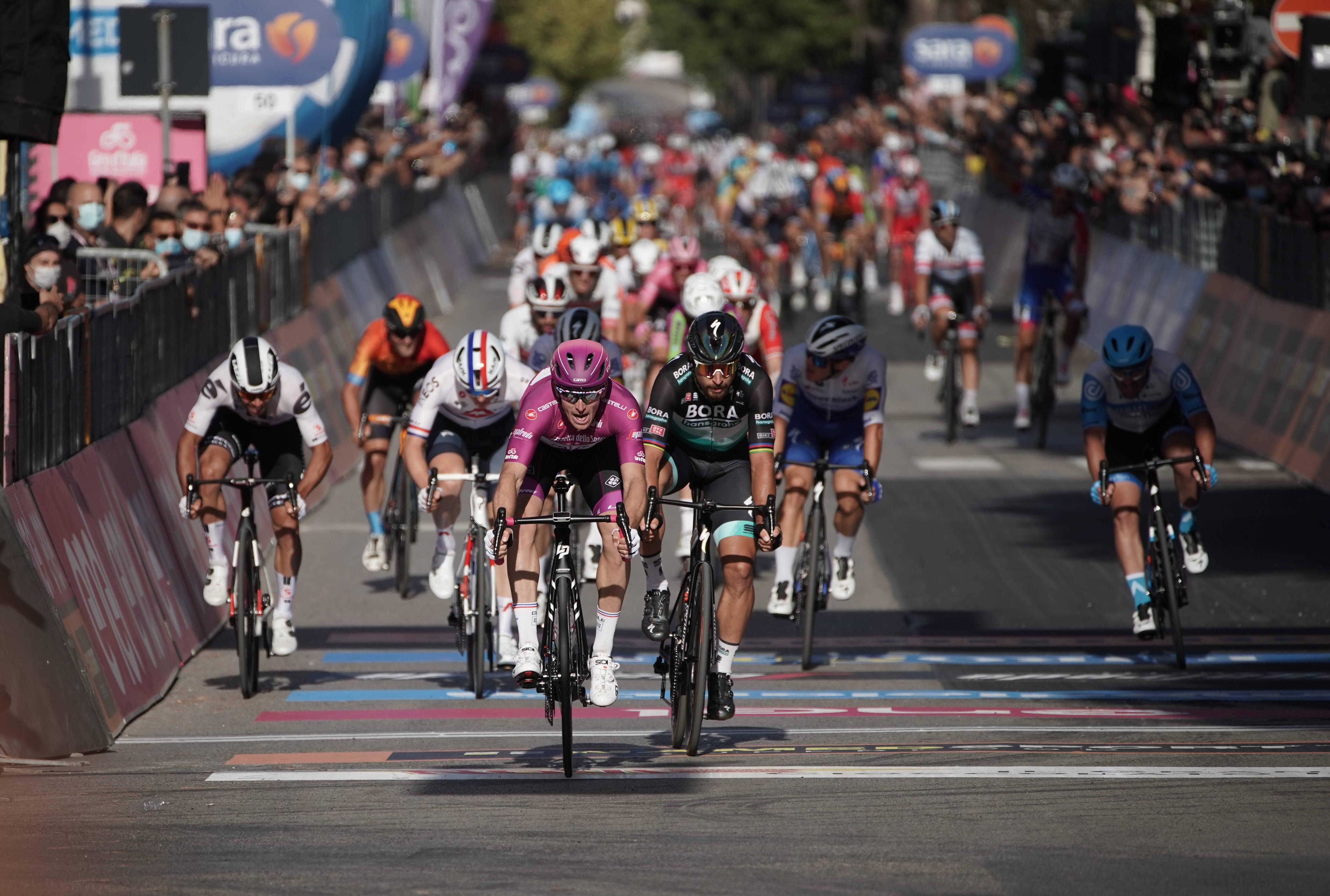 Arnaud Démare ganó la séptima etapa del Giro de Italia 2020 (LaPresse).
