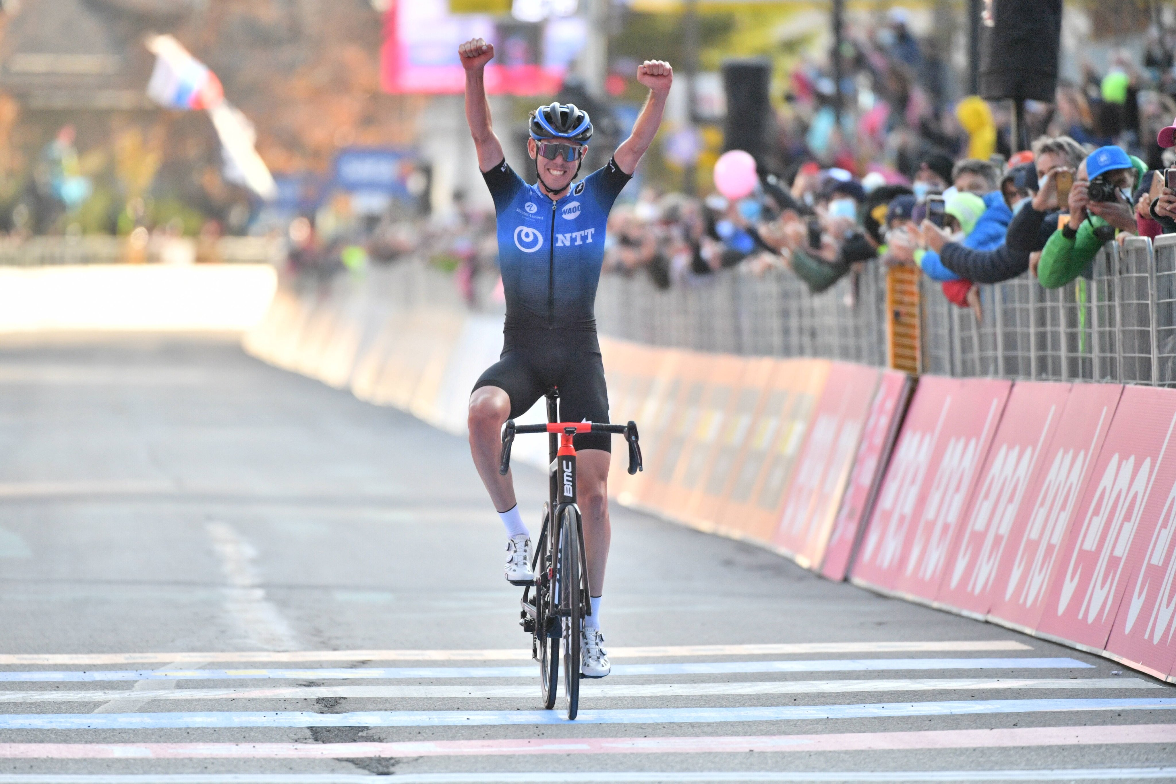 Ben O'Connor ganó la decimoséptima etapa del Giro de Italia 2020 (LaPresse).