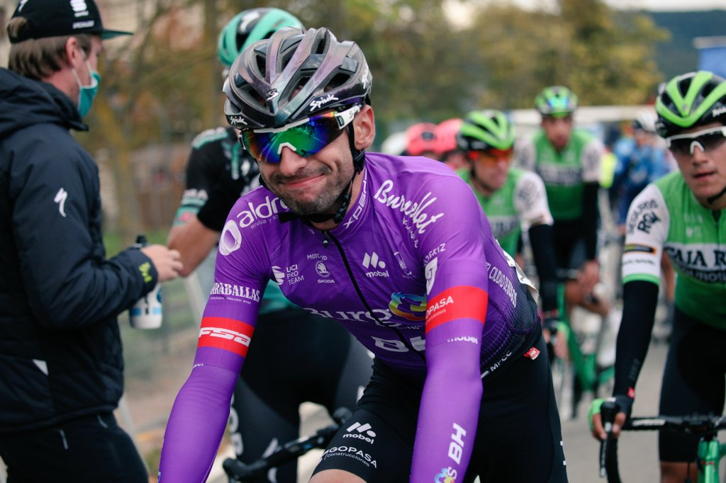 Óscar Cabedo, al acabar una etapa de la Vuelta a España 2020.