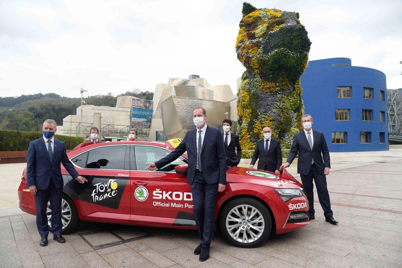 En primer plano, Iñigo Urkullu, Lehendakari del Gobierno Vasco, y Christian Prudhomme, director del Tour de Francia (Zigor Alkorta)
