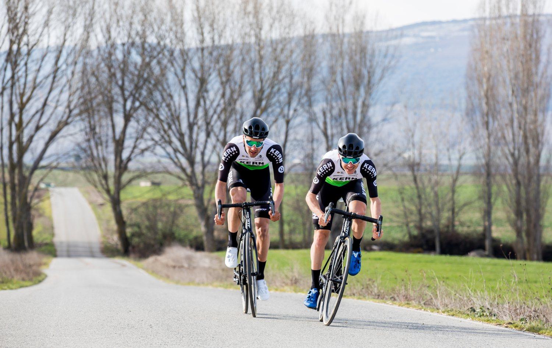 Diego López Fuentes y Sergio Araiz, ciclistas de Estella del Equipo Kern Pharma (Ziklo).